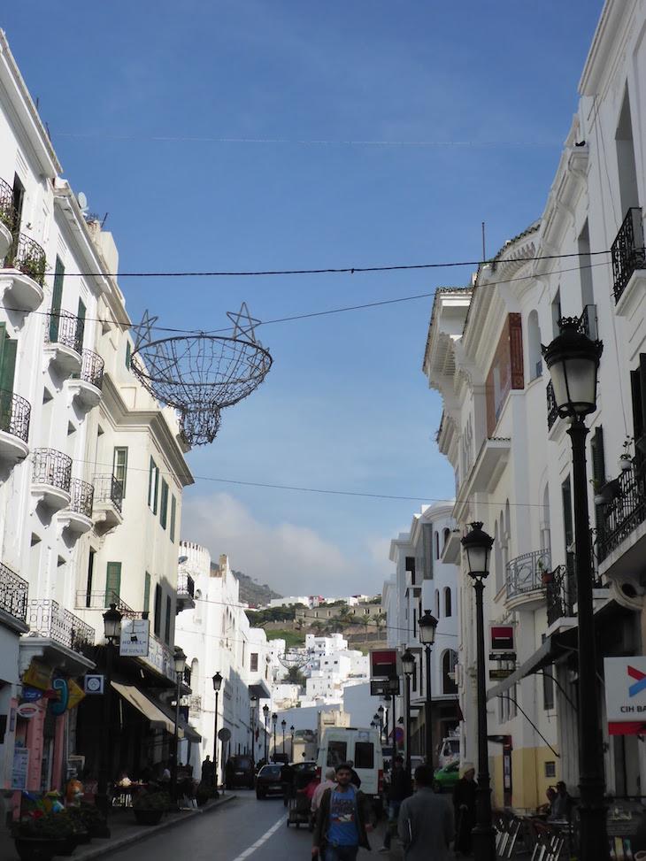 Ruas com arquitetura andaluza em Tétouan - Marrocos © Viaje Comigo