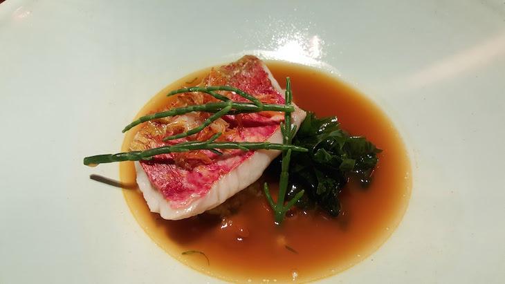Salmonete, caldeirada, xerém e salicórnia - restaurante Alma © Viaje Comigo