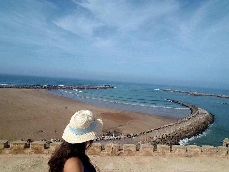 Vista para a praia do Kasbah dos Oudayas, Rabat, Marrocos © Viaje Comigo