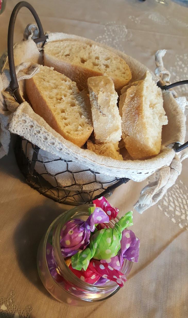 Pão e manteiga com ervas - Restaurante Villazur © Viaje Comigo