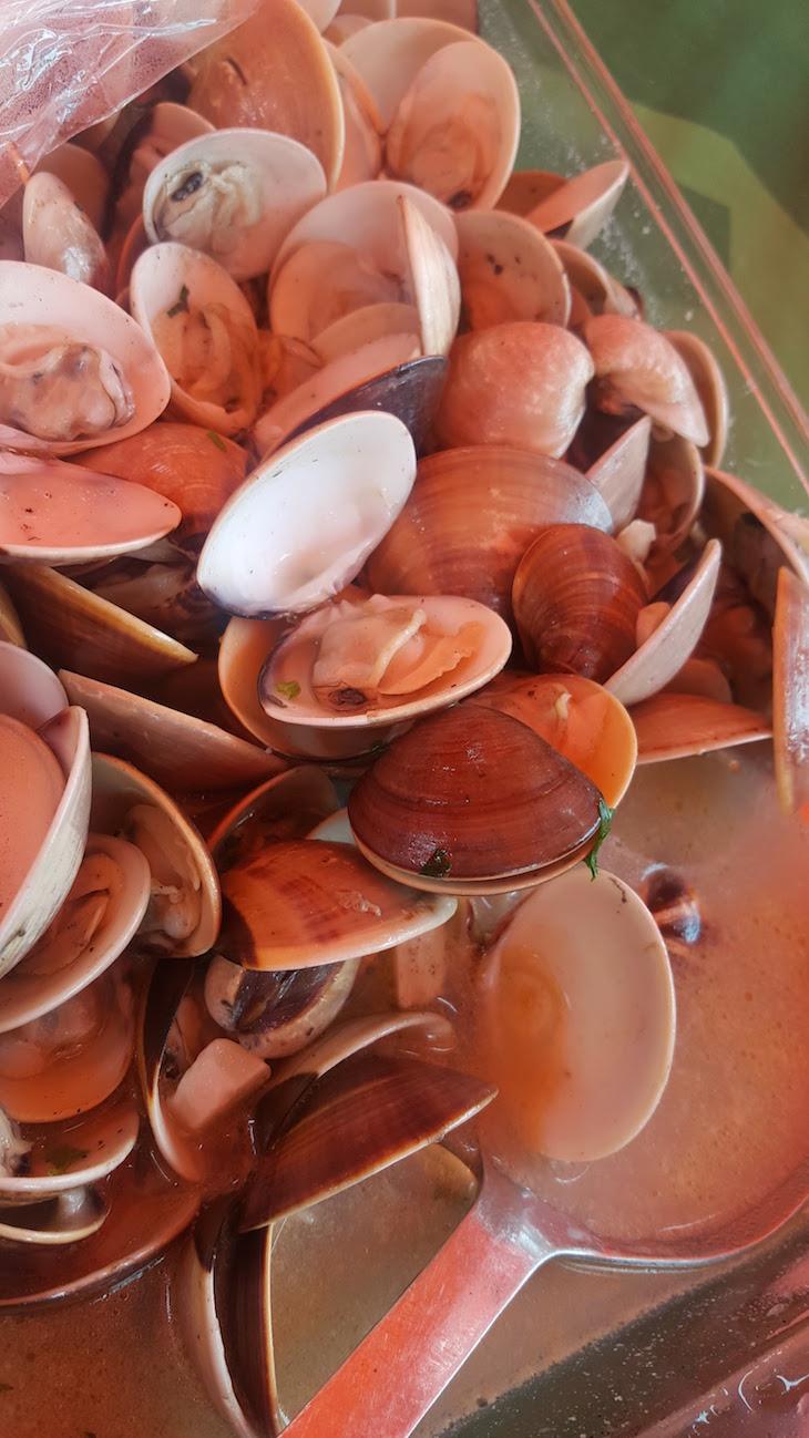Amêijoas e molho - Mercado do Peixe, Maputo © Viaje Comigo