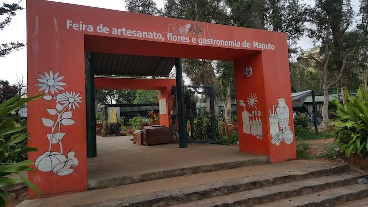 Entrada da Feira de Artesanato de Maputo © Viaje Comigo
