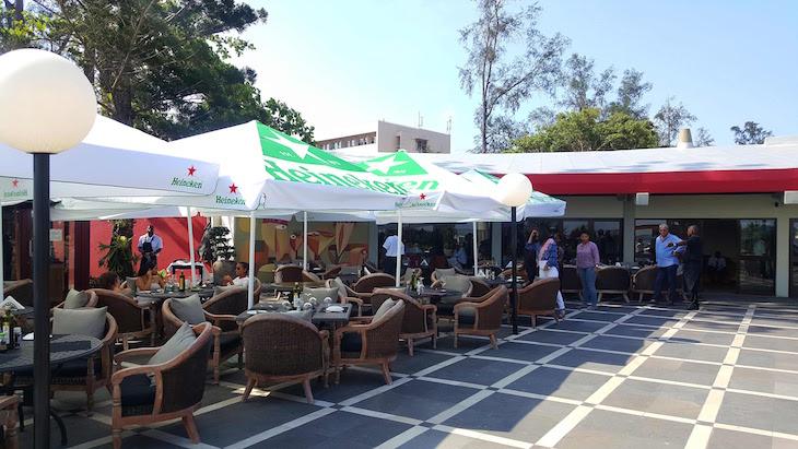 Esplanada do Restaurante Zambi, Maputo © Viaje Comigo
