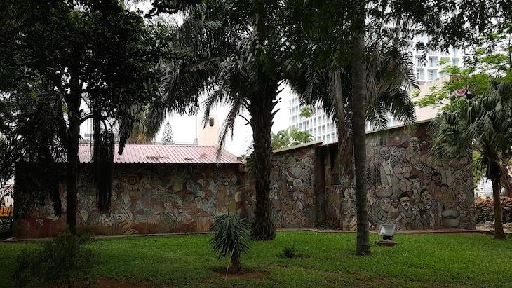 Malangatana no Museu de História Natural de Maputo © Viaje Comigo