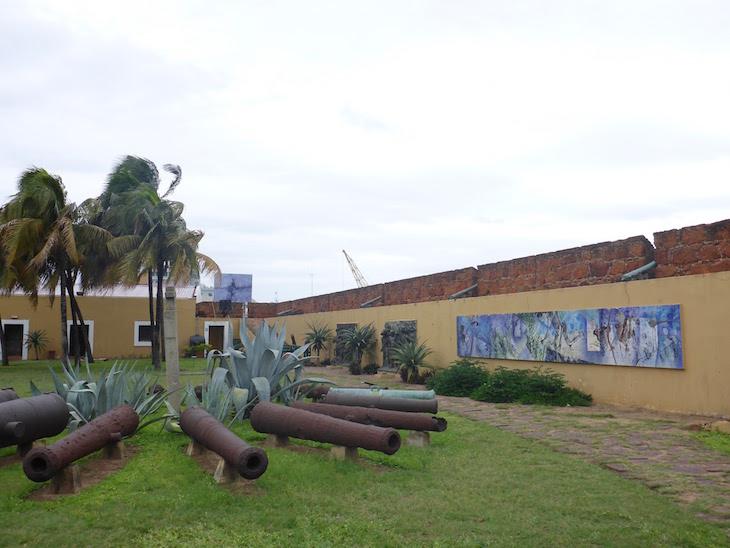 Painéis na Fortaleza de Maputo, Moçambique © Viaje Comigo