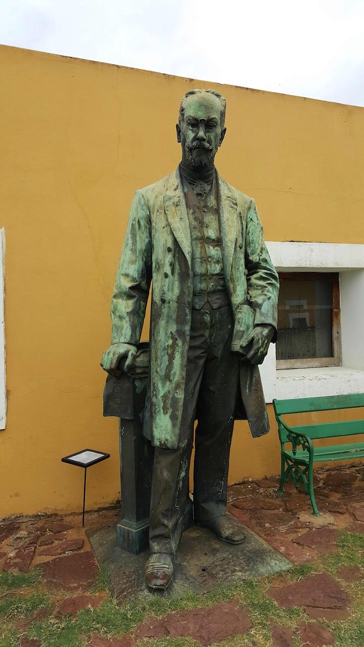 Estátua António Enes - Fortaleza de Maputo, Moçambique © Viaje Comigo