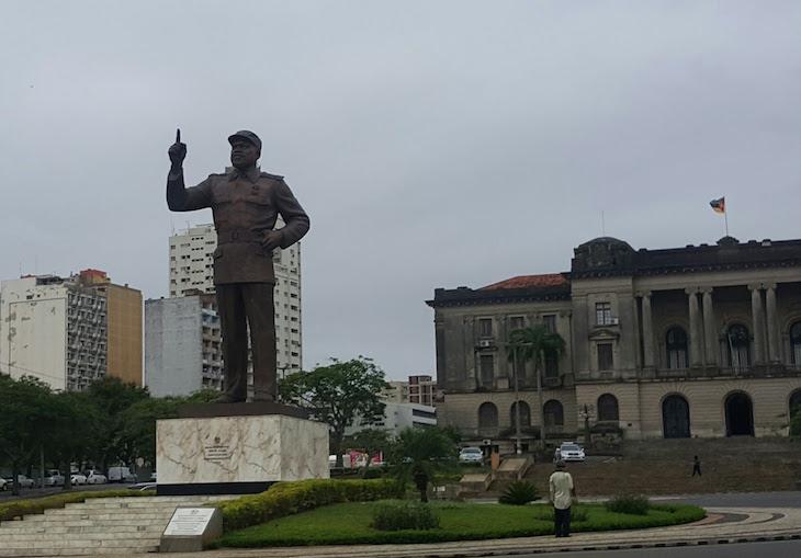 Estátua Samora Machel - Maputo © Viaje Comigo