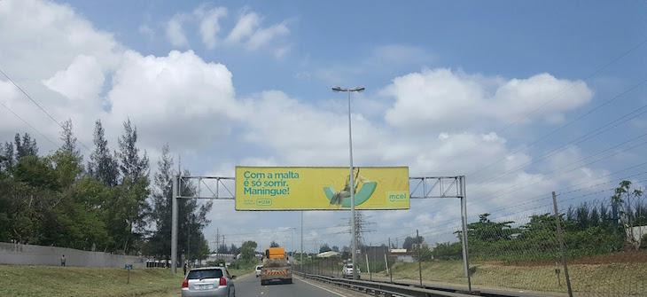 Na estrada em Maputo © Viaje Comigo