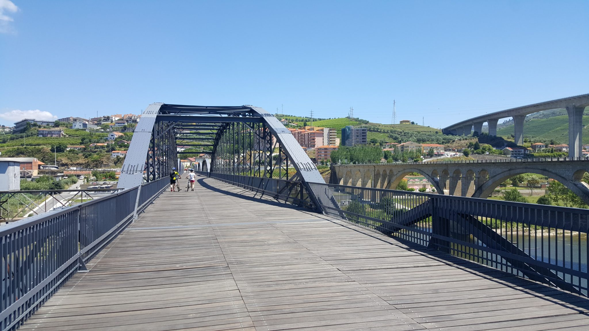Resultado de imagem para ponte pedonal regua~