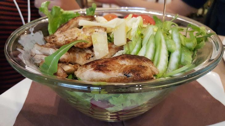 Salada de frango - Solo Pizza Café - MIlão © Viaje Comigo