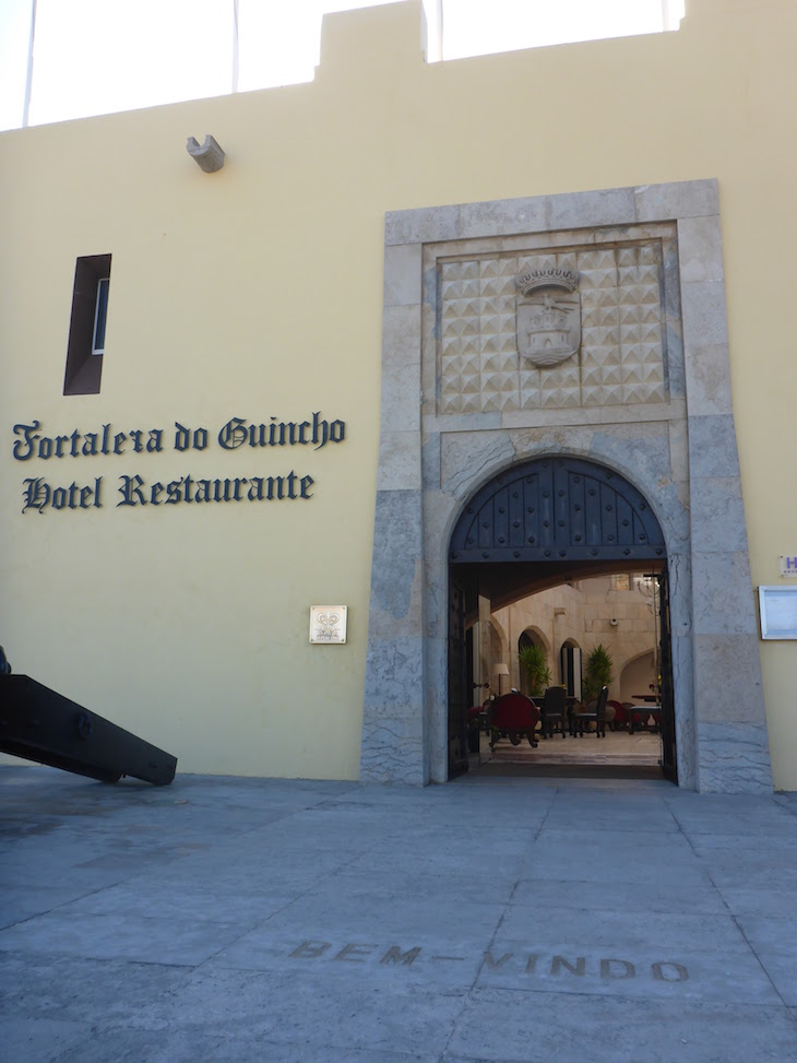 Entrada na Fortaleza do Guincho © Viaje Comigo
