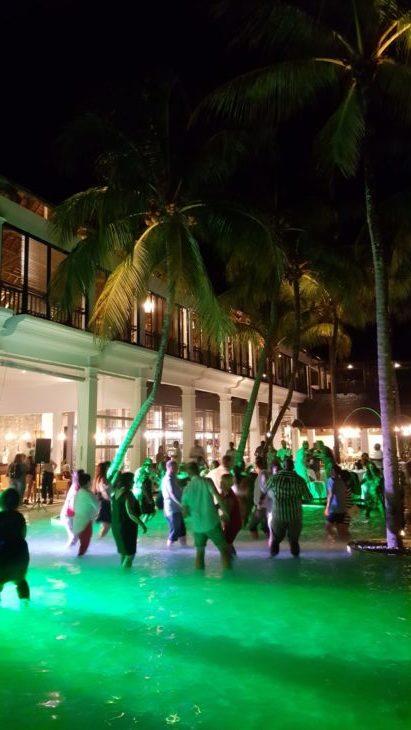Festa na piscina no Hotel Ravenala Attitude - Ilhas Maurícias © Viaje Comigo