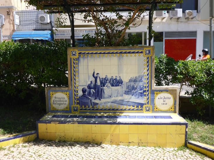 Primeira Constituição Portuguesa (4 de julho de 1820) - Jardim 1º Dezembro em Portimão © Viaje Comigo