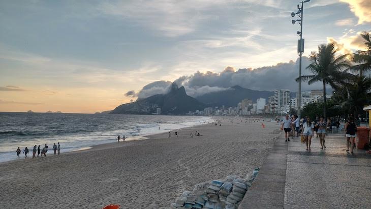 Ipanema ao pôr do sol - Rio de Janeiro © Viaje Comigo
