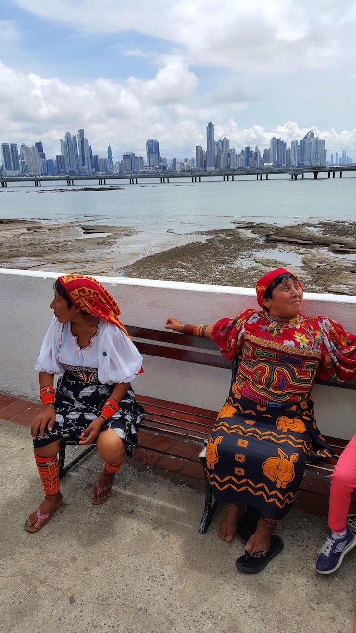 Grupo Kuna com as Molas na Cidade do Panamá © Viaje Comigo