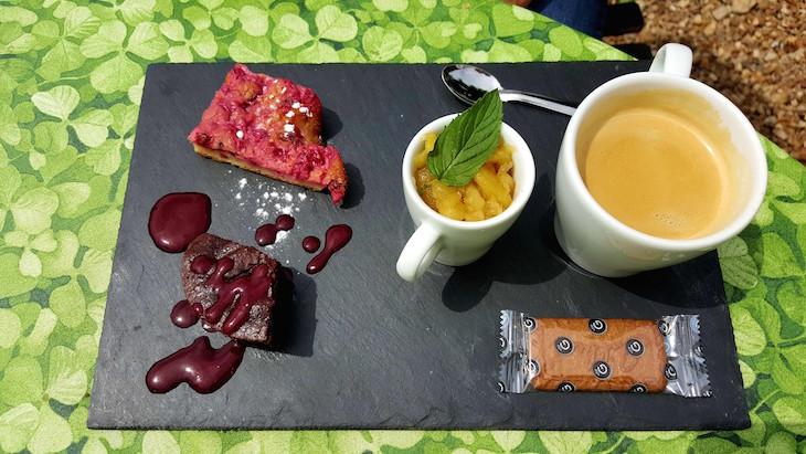Café e doçuras no Château du Rivau, Vale do Loire, França © Viaje Comigo
