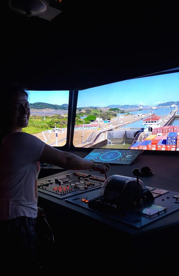 A comandar um navio pela eclusa - Centro de Visitantes de Miraflores - Canal do Panamá © Viaje Comigo