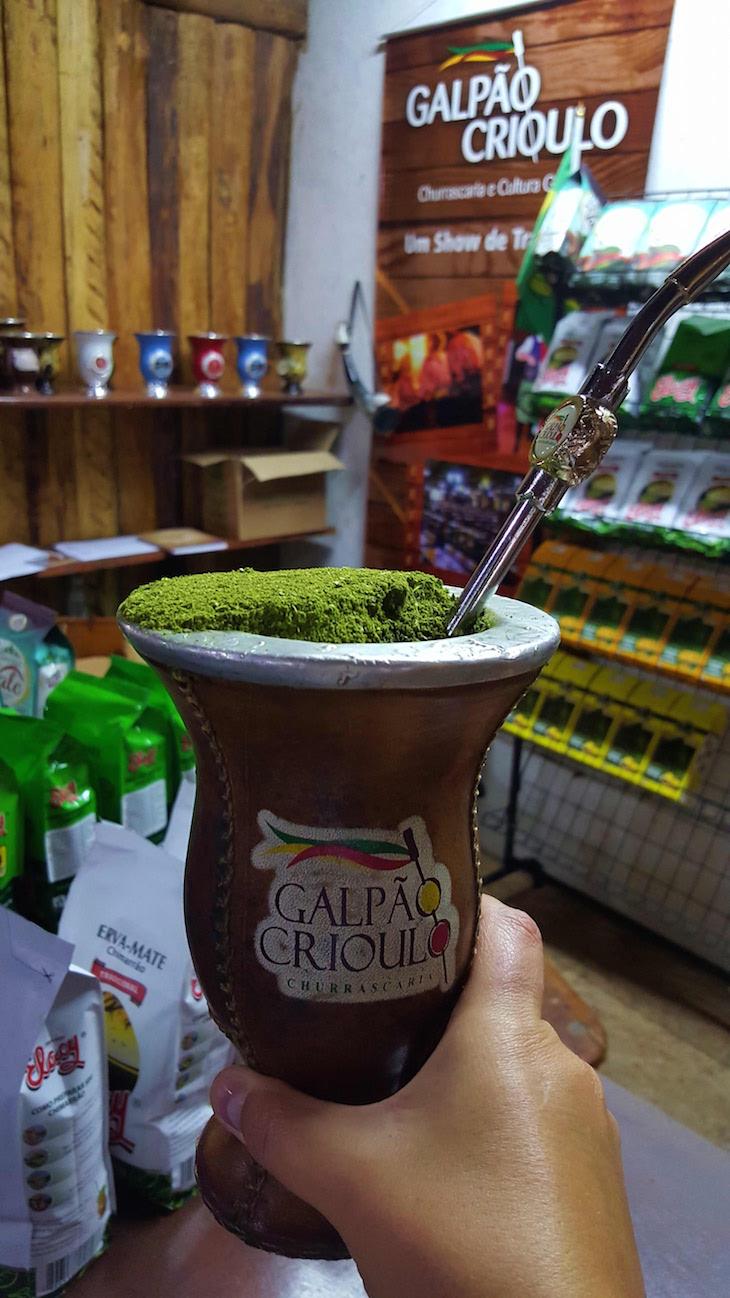 Chimarrão no Restaurante Galpão Crioulo, Porto Alegre, Brasil © Viaje Comigo