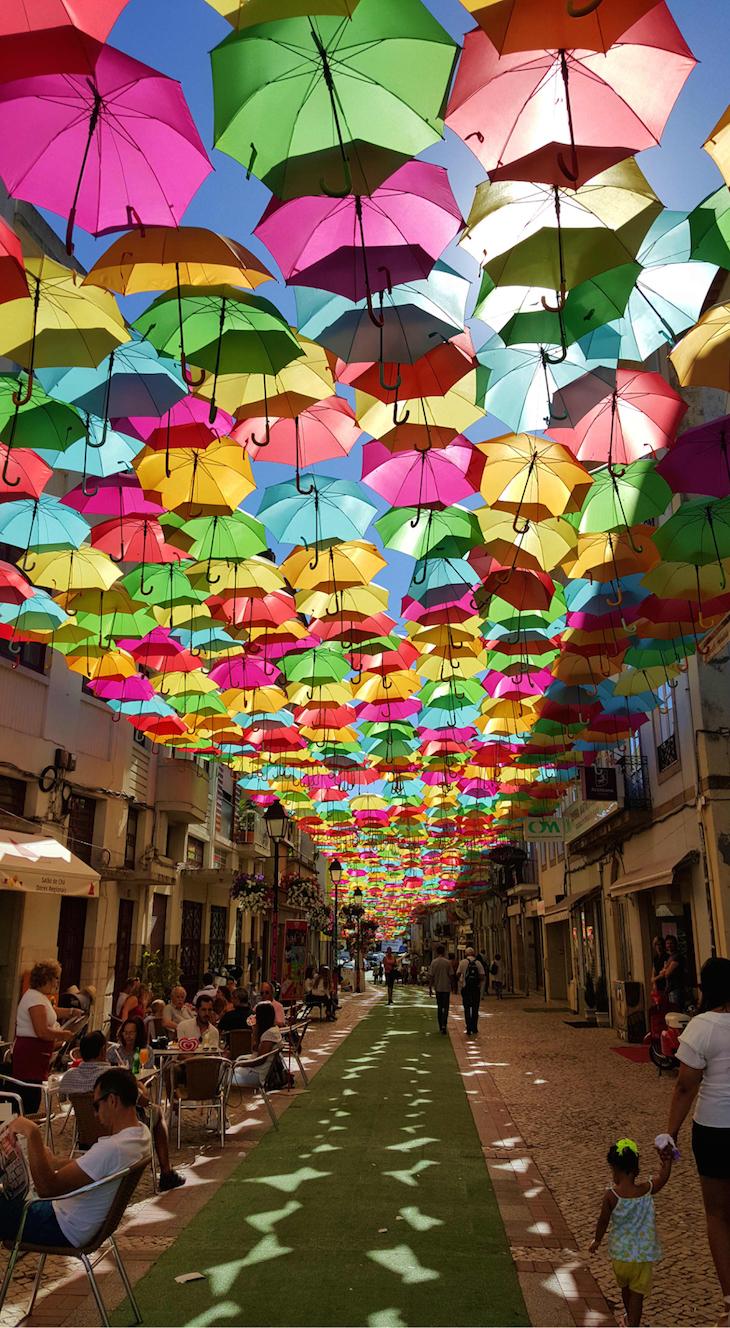 Umbrella Sky Project, Águeda, Portugal © Viaje Comigo