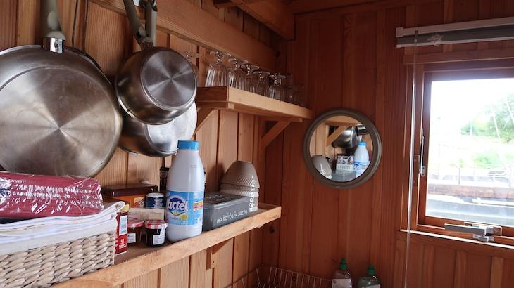 Cozinha do barco-casa no Loire - França © Viaje Comigo