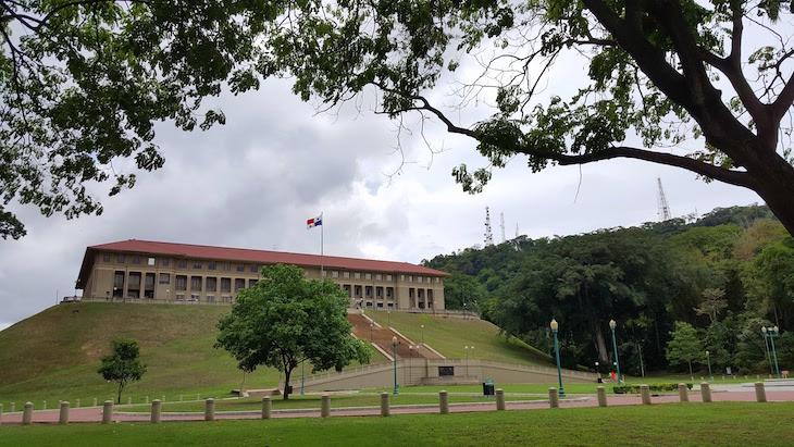 Na Sede Administrativa do Canal do Panamá © Viaje Comigo