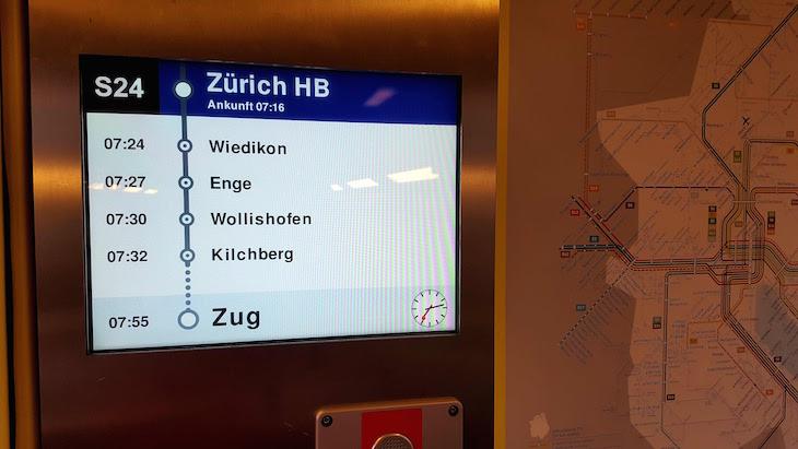 No comboio do aeroporto- Zurique - Suíça © Viaje Comigo