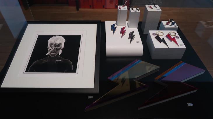 """Loja da Exposição """"David Bowie is"""" - Museu do Design de Barcelona © Viaje Comigo"""