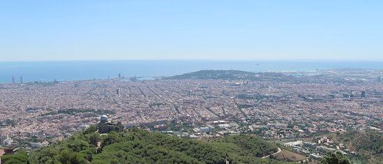 Torre do Observatório Fabra à direita - Tibidabo - Barcelona © Viaje Comigo.jpg