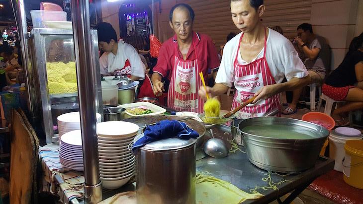 Cozer noodles - George Town - Penang - Malásia © Viaje Comigo