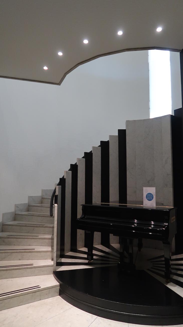 Escadas do Novotel Genova City, Génova, Itália © Viaje Comigo