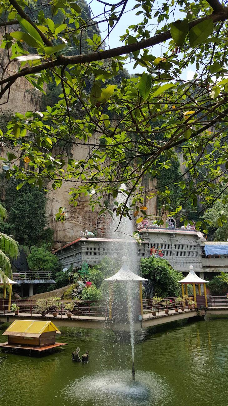 Jardim nas Batu Caves - Malásia © Viaje Comigo