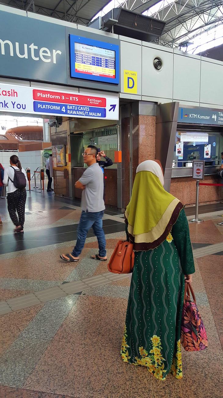 Metro para Batu Caves - Malásia © Viaje Comigo