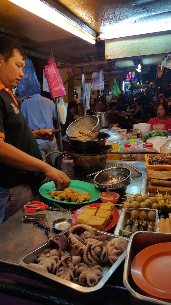 Preparar a comida de rua - George Town - Penang - Malásia © Viaje Comigo