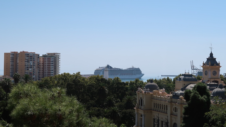 Cruzeiro ao longe - Málaga - Espanha © Viaje Comigo