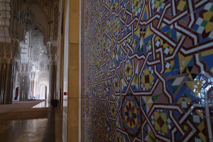 Interior da Mesquita Hassan II, Casablanca. Marrocos © Viaje Comigo