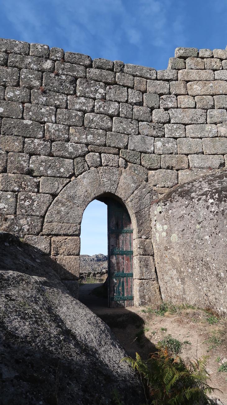 Castelo de Castro Laboreiro - Melgaço - Portugal © Viaje Comigo