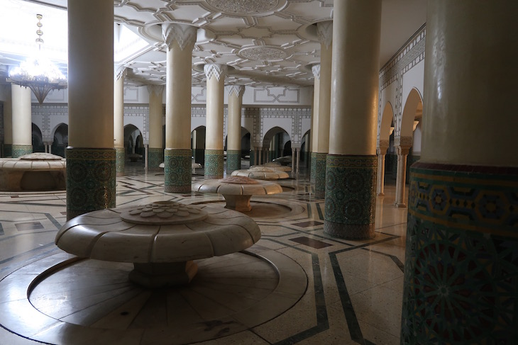 Área de ablução na Mesquita Hassan II, Casablanca. Marrocos © Viaje Comigo
