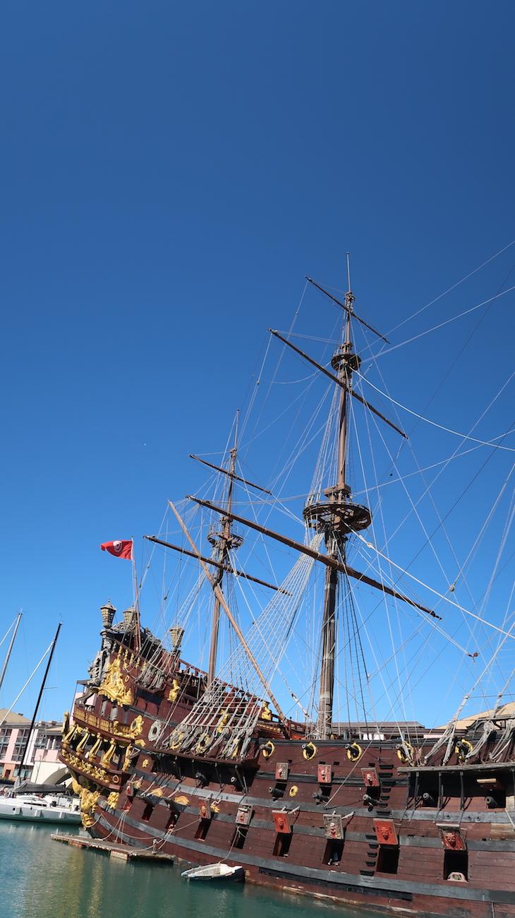 Navio pirata Neptuno no Porto de Génova, Itália © Viaje Comigo