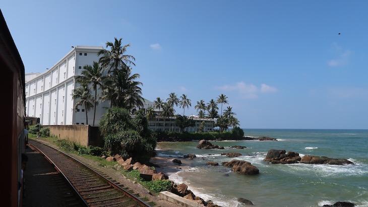 A chegar ao Mount Lavinia - Comboio em Colombo - Sri Lanka © Viaje Comigo