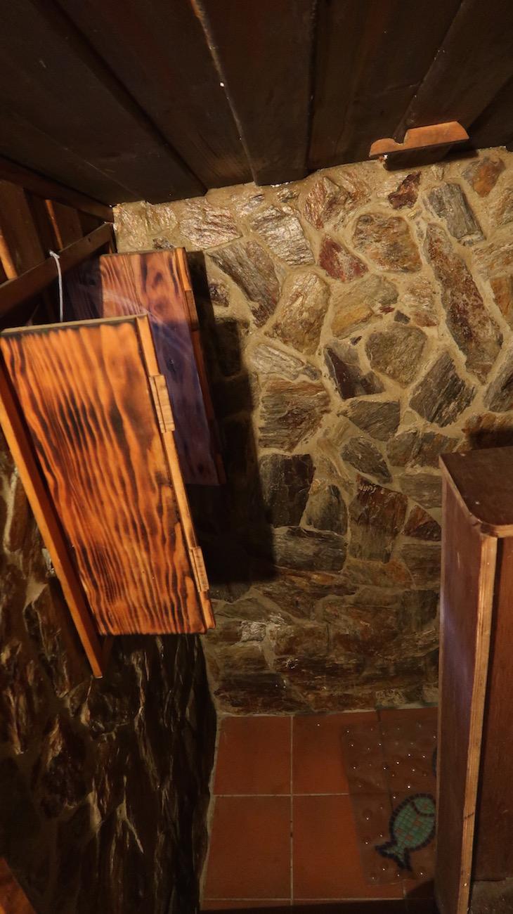 Chuveiro na Casa do Carvalhinho- Branda da Aveleira - Melgaço - Portugal © Viaje Comigo