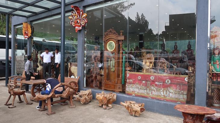 Loja de artesanato junto do Oak Ray Tea Bush Hotel, Ramboda, Sri Lanka © Viaje Comigo