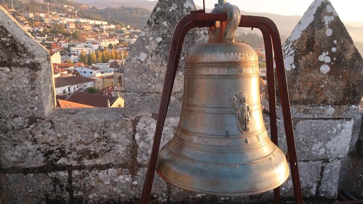 Sino na Torre de Menagem - Castelo de Melgaço - Portugal © Viaje Comigo