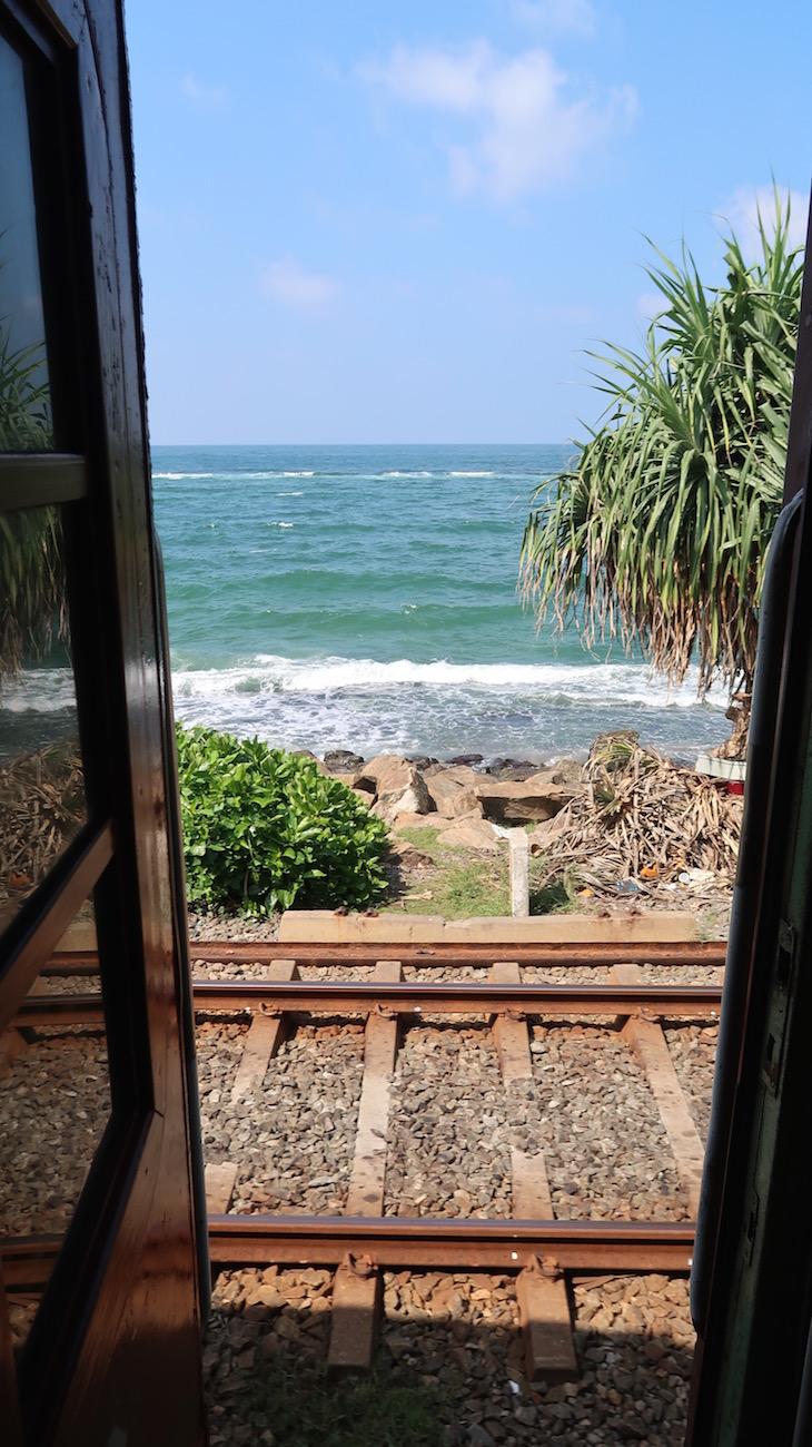 Comboio em Colombo - Sri Lanka © Viaje Comigo