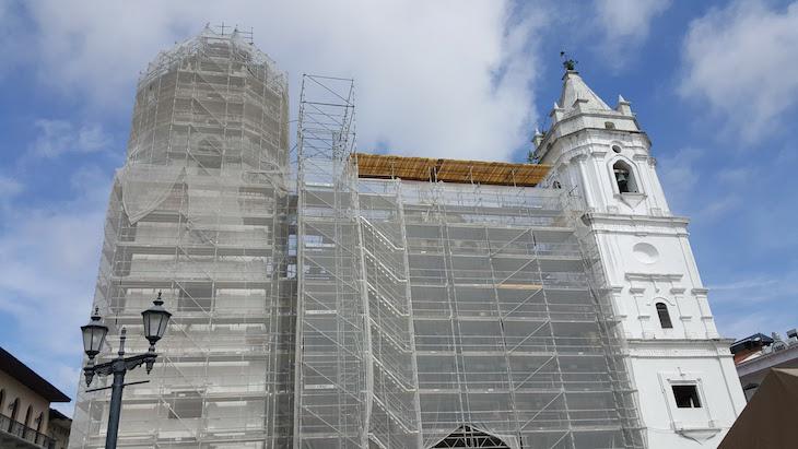 Catedral Metropolitana estava em obras - Cidade do Panamá © Viaje Comigo