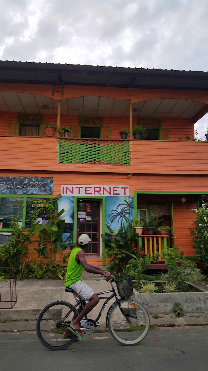 Lojas na Isla Colon - Bocas del Toro, Panamá © Viaje Comigo