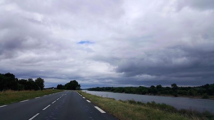 Na estrada: rio Vale do Loire - França © Viaje Comigo