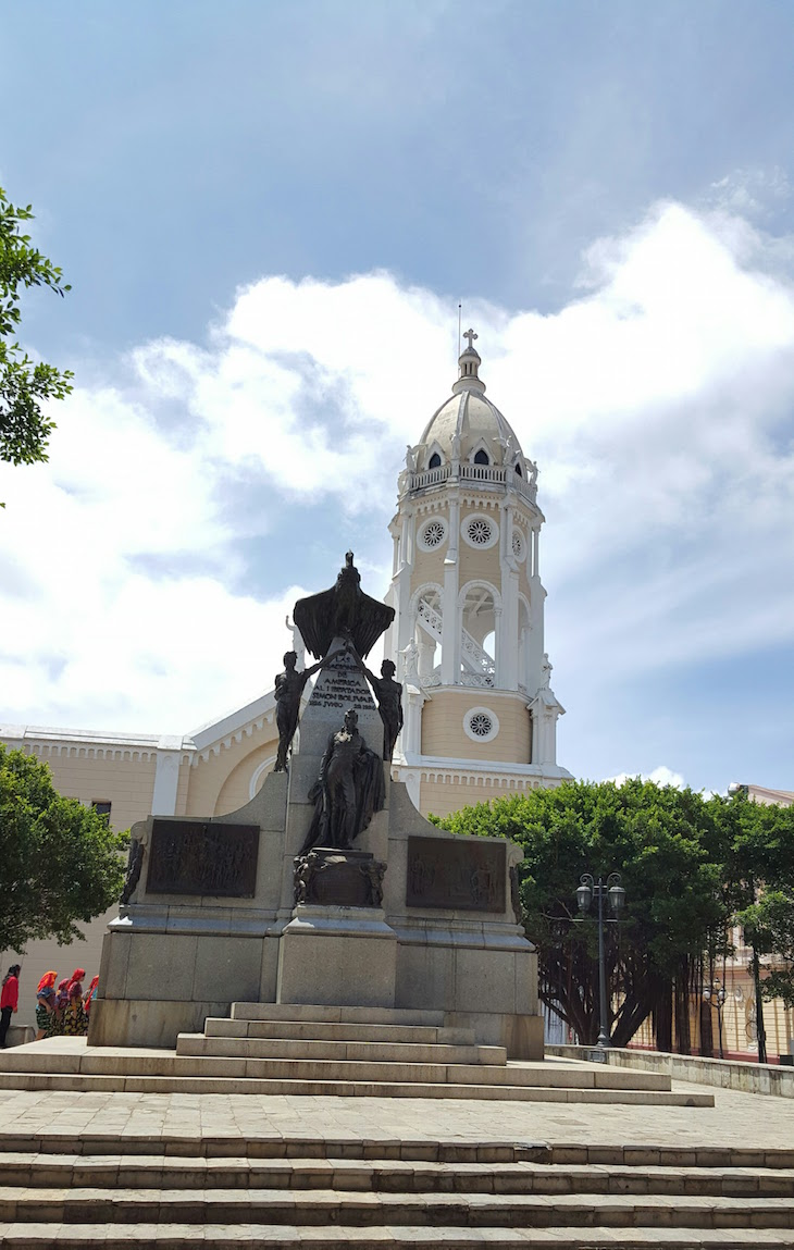 Plaza Bolívar - Cidade do Panamá © Viaje Comigo