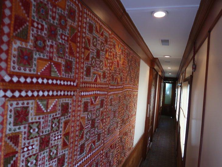 Corredor do comboio Deccan Odyssey - Índia © Viaje Comigo