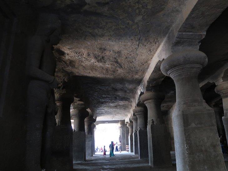 Dentro das Grutas de Elephanta - Bombaim - India © Viaje Comigo