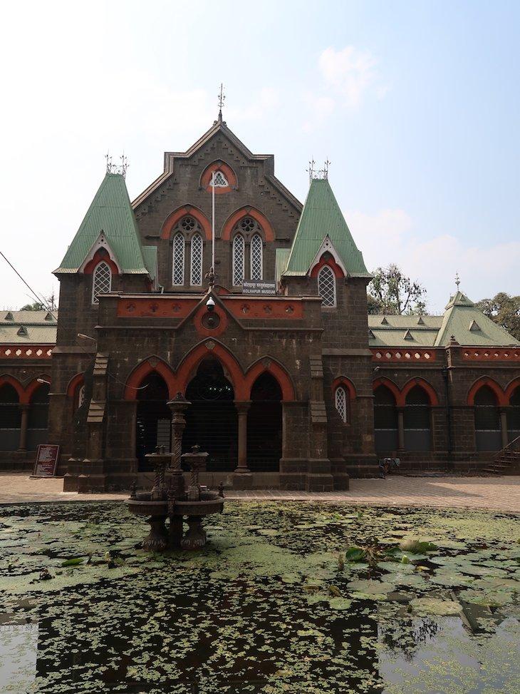 Lago do Museu de Kolhapur - India © Viaje Comigo